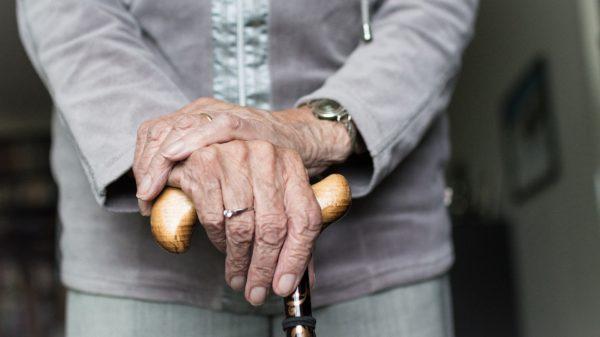 Osteoporose mulher idosa