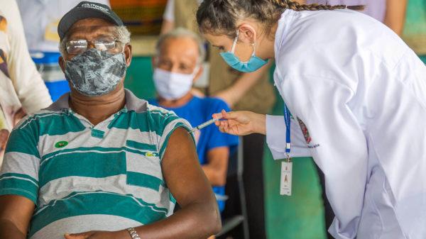 Fiocruz - estudo efetividade vacinas