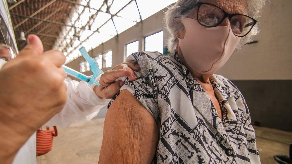 Vacinação covid-19 - terceira dose