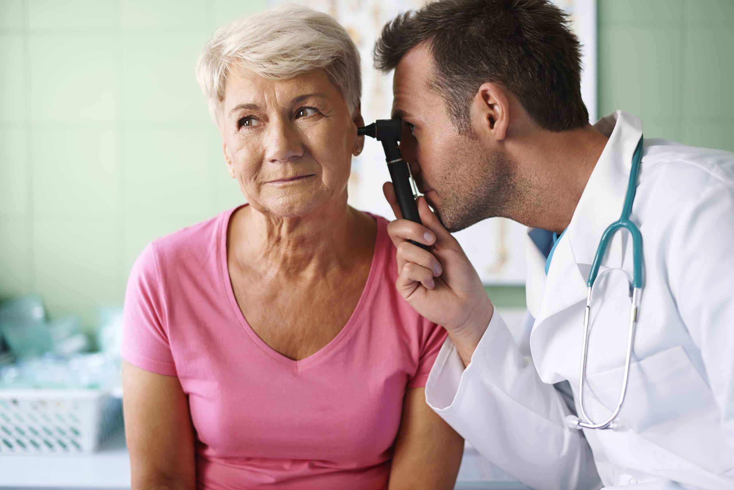 Otorrinos alertam para cuidados para as pessoas idosas