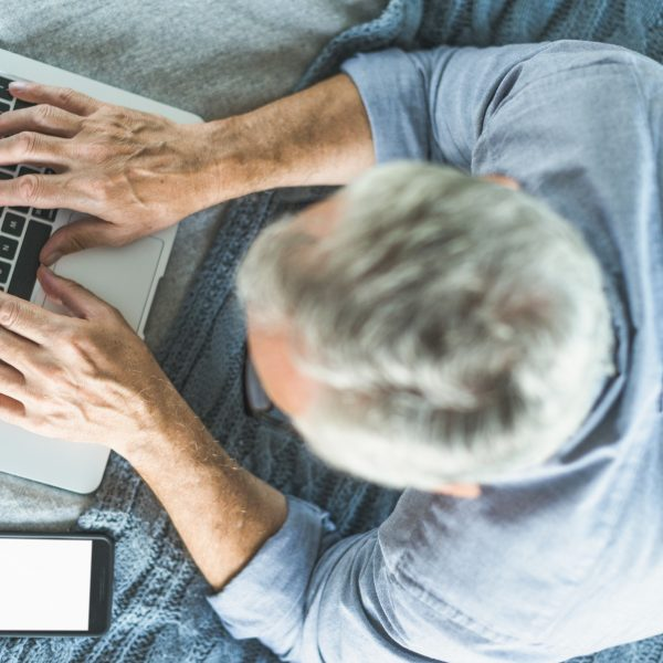 idosos no modo On - tecnologia